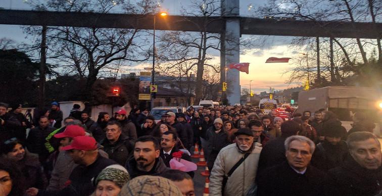 İstanbullular IŞİD katliamına karşı laiklik mücadelesi için sokakta