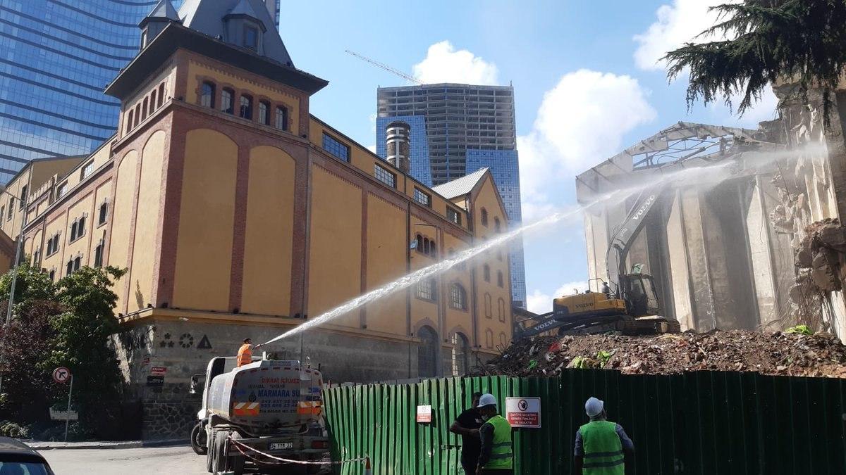 """Şehir plancıları ve mimarlar: """"Bomonti Bira Fabrikası'nı yıkmak hukuku ve kamu yararını yok saymaktır"""""""