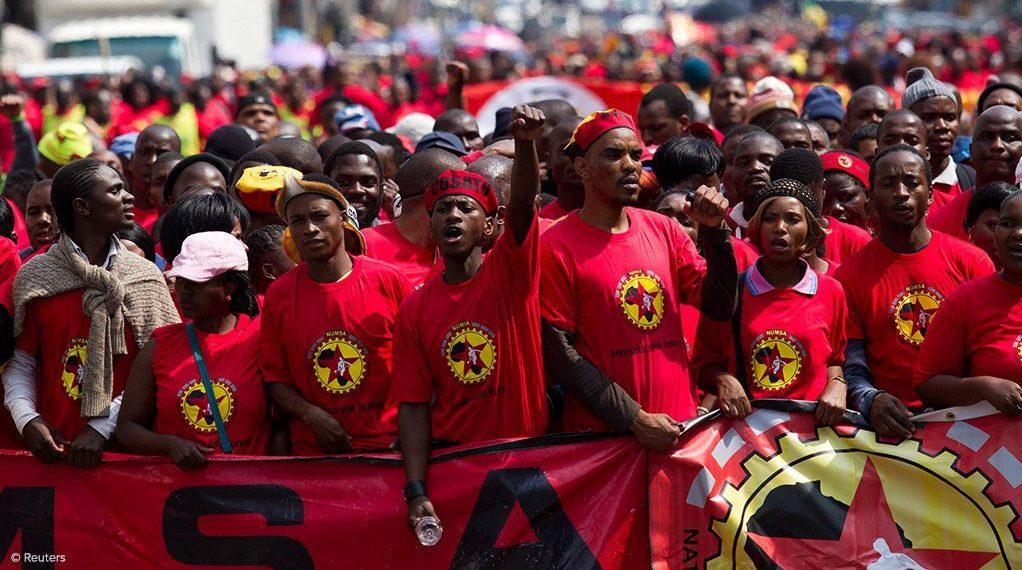 Güney Afrika'da mühendislerin de yer aldığı metal sektörü işçileri grevde